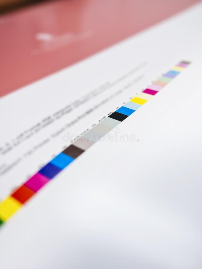 Carta de cor no processo deslocado impressão do trabalho da indústria de Digitas imagens de stock royalty free
