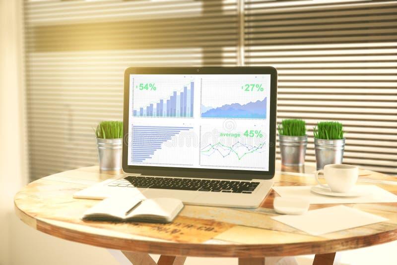 Carta de negócio na tela do portátil com diário, cubetas da grama e imagem de stock royalty free