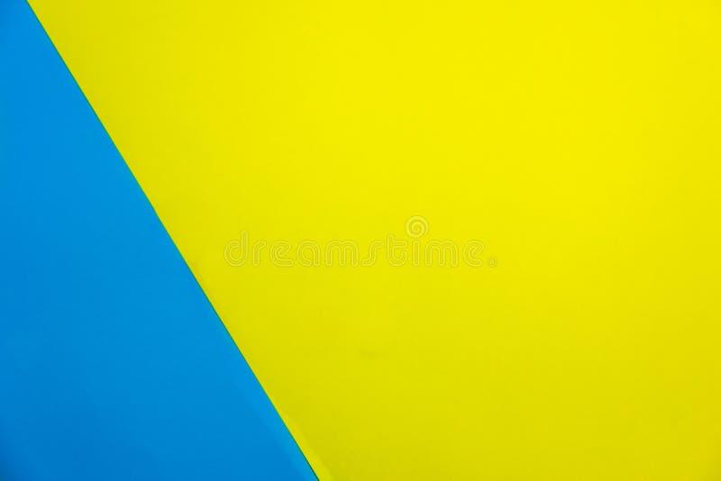 Carta delicatamente blu e giallo-chiaro Priorità bassa di carta gialla di struttura immagini stock