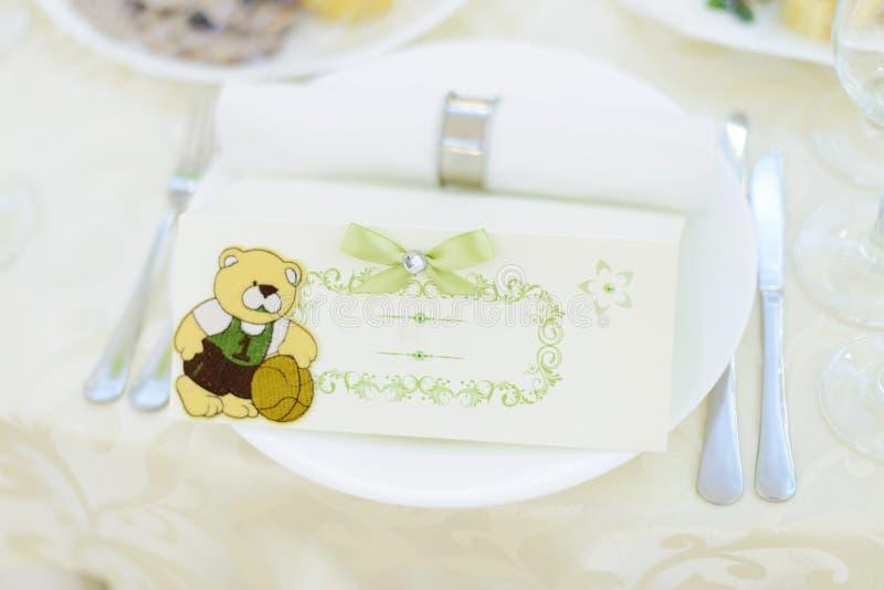 Carta dell'invito con l'orso immagini stock libere da diritti