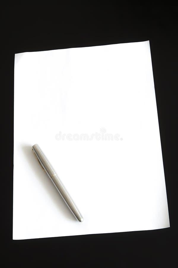 Carta e penna immagini stock