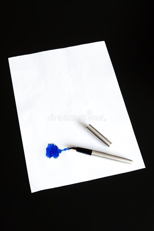Carta e penna fotografie stock libere da diritti