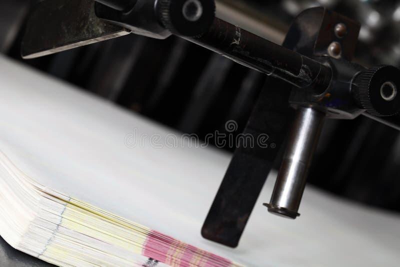 Carta e torchio tipografico dopo lavoro immagini stock libere da diritti
