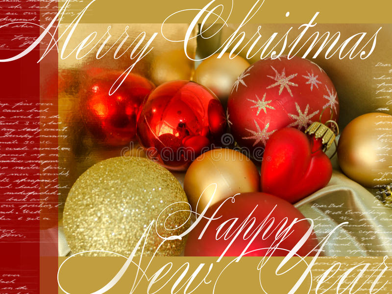 Carta festiva del buon anno e di Buon Natale con i giocattoli dell'Natale-albero, il testo ed il cuore rossi e gialli su fondo di immagini stock libere da diritti