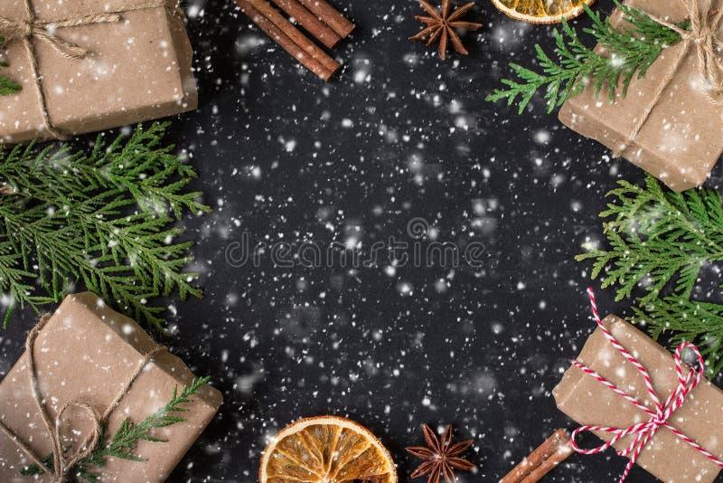 Carta festiva del nuovo anno o di Natale Composizione in vacanza invernale immagine stock libera da diritti