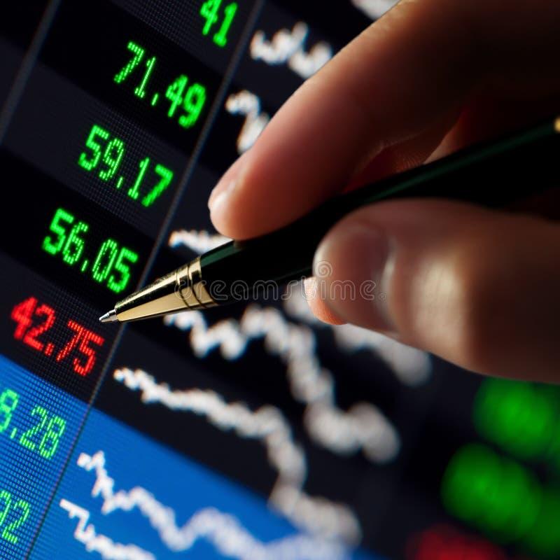 Carta financiera disponible de la pluma