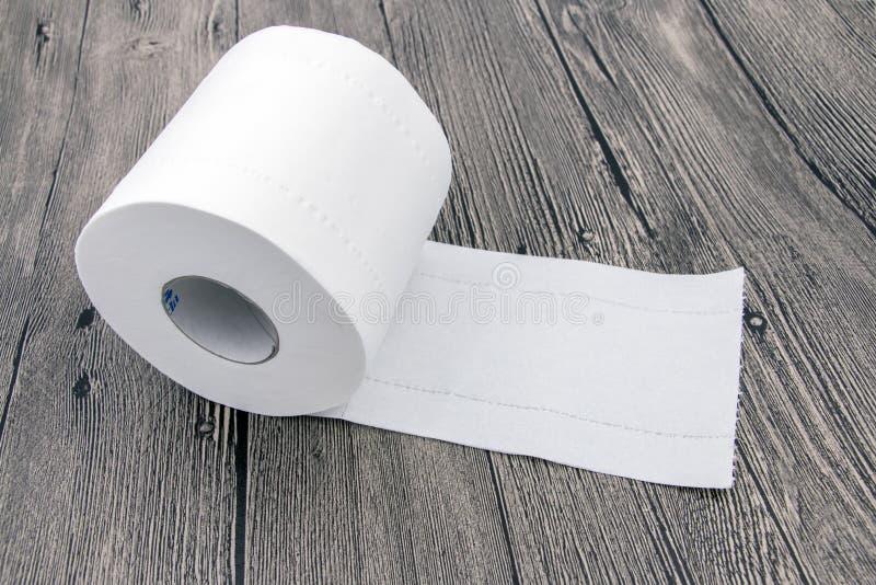 Carta igienica rotolata fotografia stock