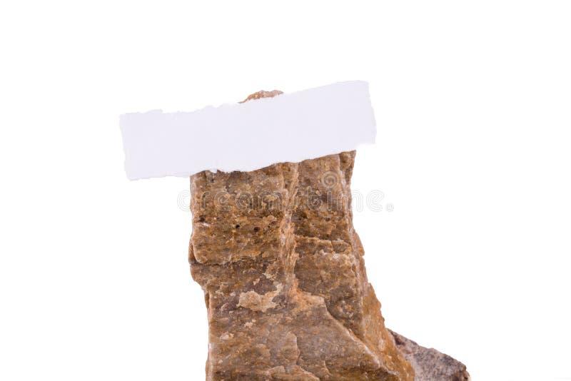 Carta lacerata su roccia fotografia stock libera da diritti