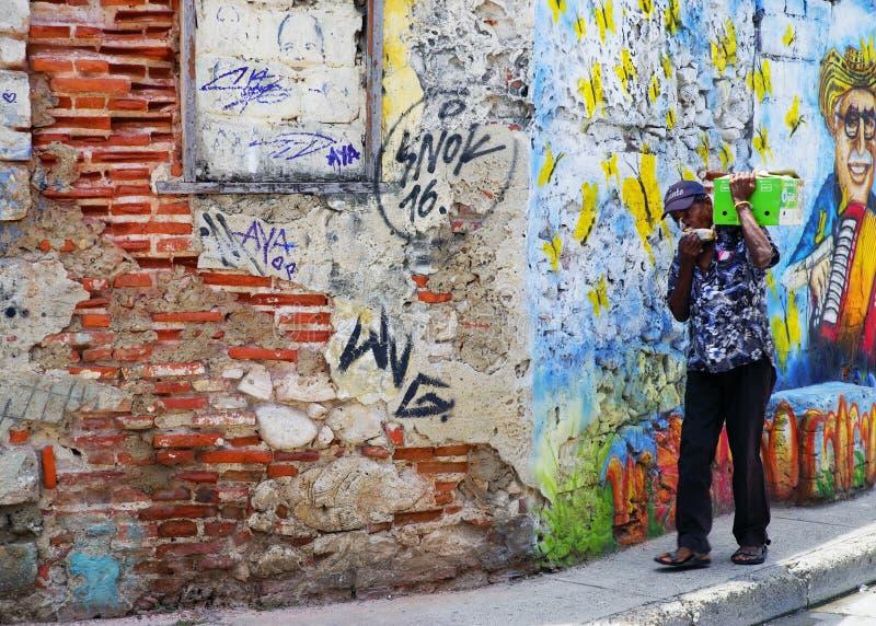CARTAGENA, COL?MBIA, O 3 DE AGOSTO DE 2018: Cena da rua na cidade velha de Cartagena fotos de stock