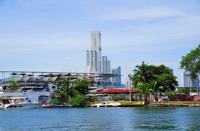 CARTAGENA, COLOMBIA - AUGUSTUS 10, 2018: Cityscape van modern Cartagena, beroemde toevlucht in Colombia stock foto's