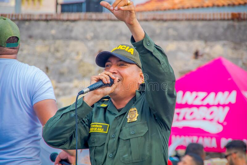 CARTAGENA, KOLOMBIA - 07 LISTOPADA 2019 R.: Kadra prawnicza na paradzie niezależnego dnia na ulicach fotografia stock