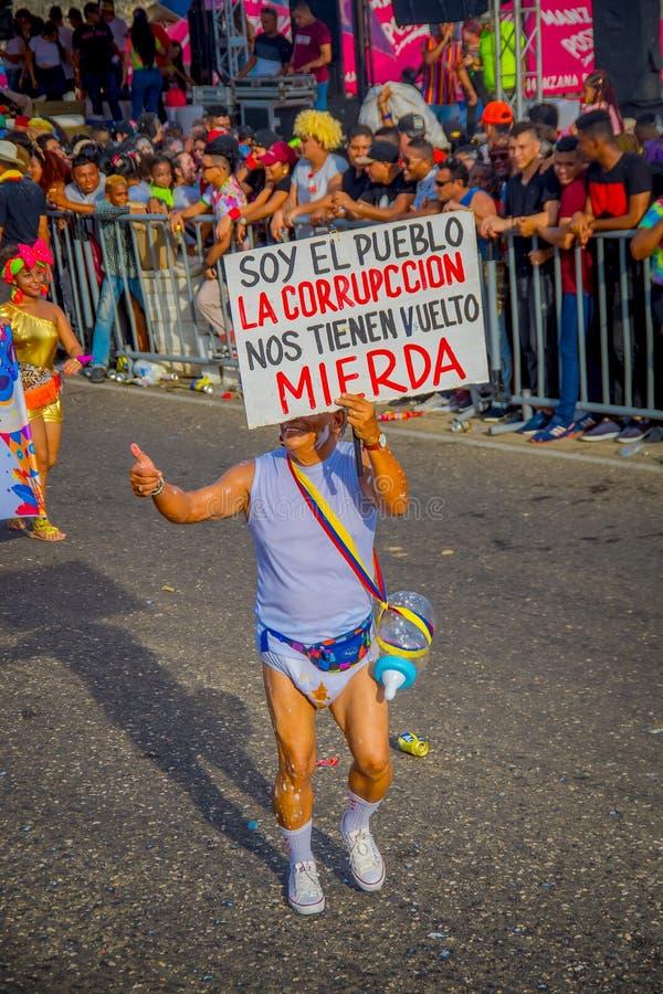 CARTAGENA, KOLOMBIA - 07 LISTOPADA 2019 R.: Niezidentyfikowani ludzie paradują na paradzie niezależnego dnia na ulicach fotografia royalty free