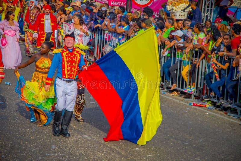 CARTAGENA, KOLUMBIEN - 07. NOVEMBER 2019: Parader in Kostüm bei der Unabhängigkeitstagsparade auf den Straßen von Cartagena lizenzfreie stockfotografie