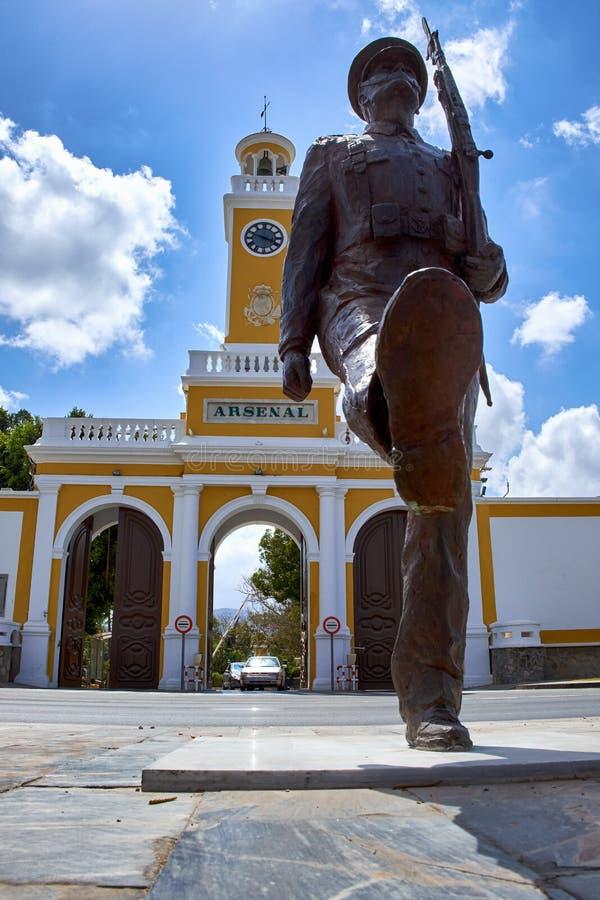 Cartagena Spanien - Juli 13, 2016: Monument till det spanska marin- infanterin på plazaen del Rey i Cartagena, Spanien fotografering för bildbyråer