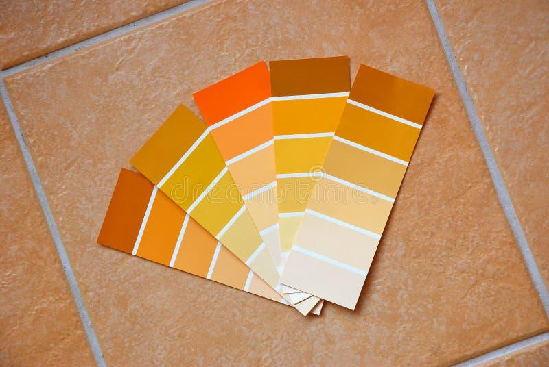 Cartas de cor em telhas fotografia de stock