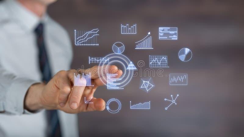 Cartas de negócio tocantes do homem em um tela táctil imagem de stock