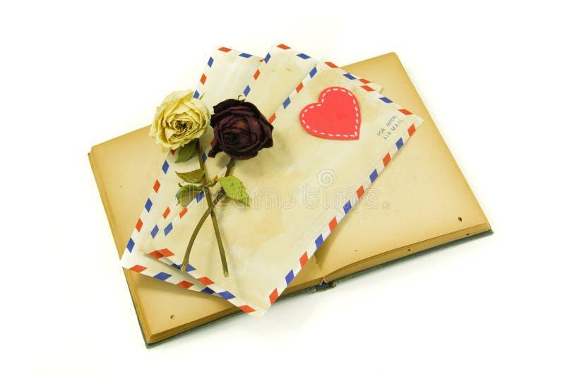 Cartas y amor del libro fotos de archivo