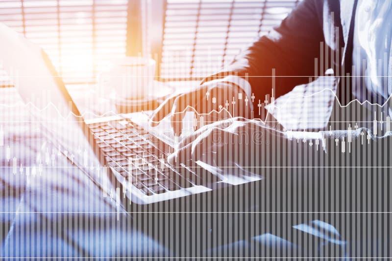 Cartas y gráficos financieros de los tipos de interés y de las citas, concepto del negocio imagen de archivo
