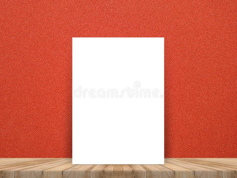 Cartaz branco vazio que inclina-se no tampo da mesa de madeira tropical com c vermelho fotografia de stock royalty free