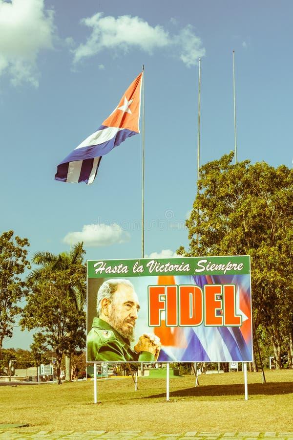 Cartaz com imagem da bandeira de Fidel Castro e do cubano em Santa Clara, imagens de stock royalty free
