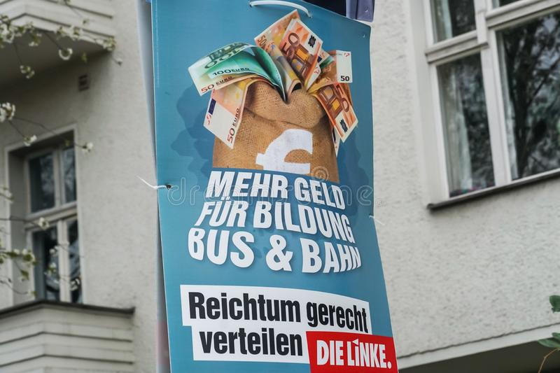 Cartaz da campanha eleitoral do dado Linke, partido pol?tico alem?o foto de stock