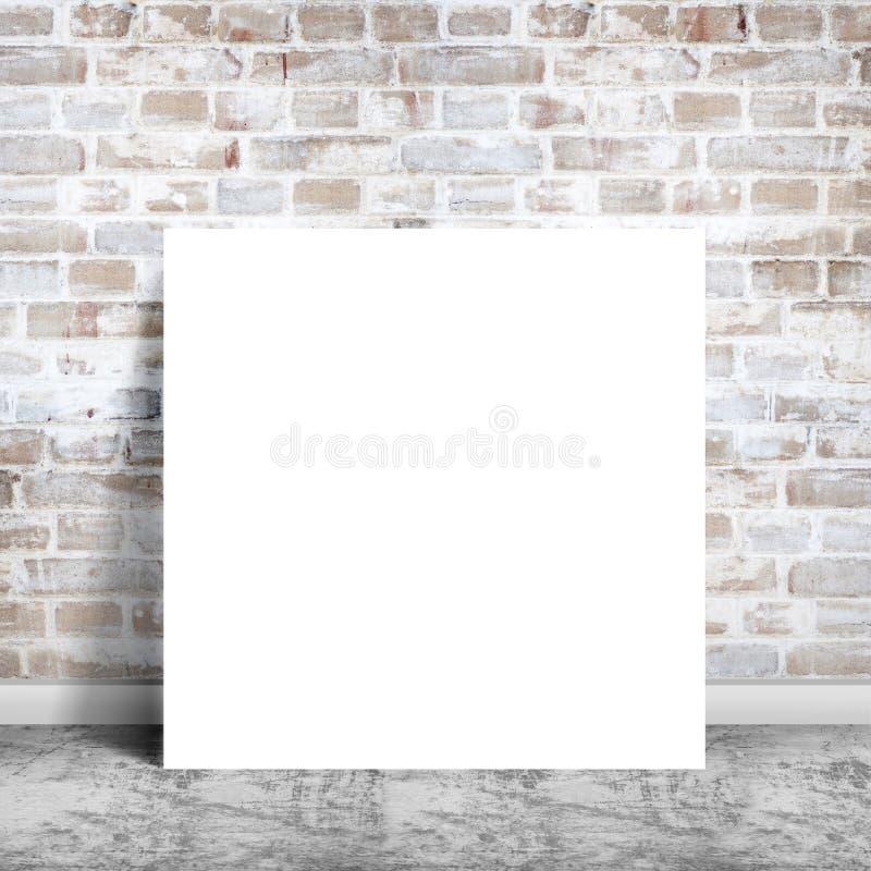 Cartaz de papel na parede de tijolo fotos de stock royalty free