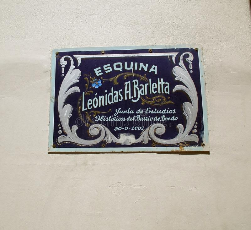 Cartaz enfaixado na homenagem a Leonidas Barletta que era um escritor de Argentina, um journalista e um canto importante do drama imagem de stock royalty free