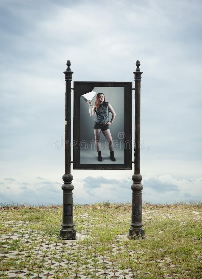 Cartaz riscado Outdoor de uma mulher foto de stock royalty free