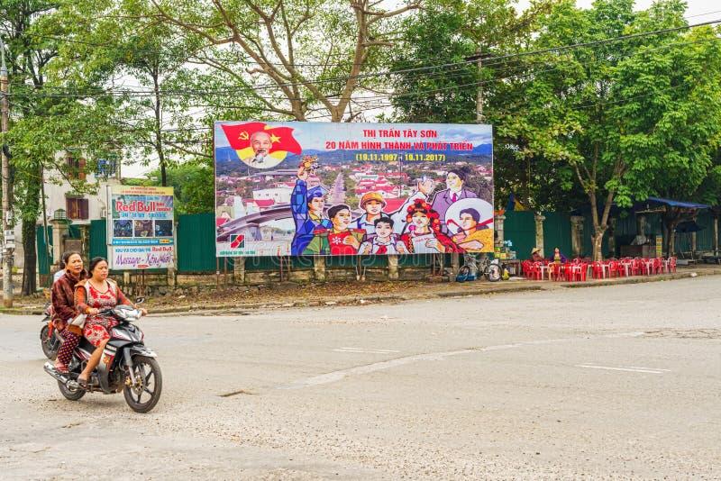 Cartazes no seção transversal em Tay Son, Vietname imagem de stock royalty free