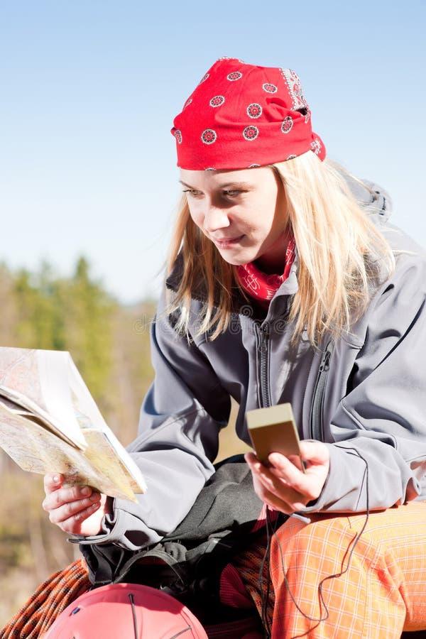 Carte active de navigation de recherche de sac à dos de femme photo stock