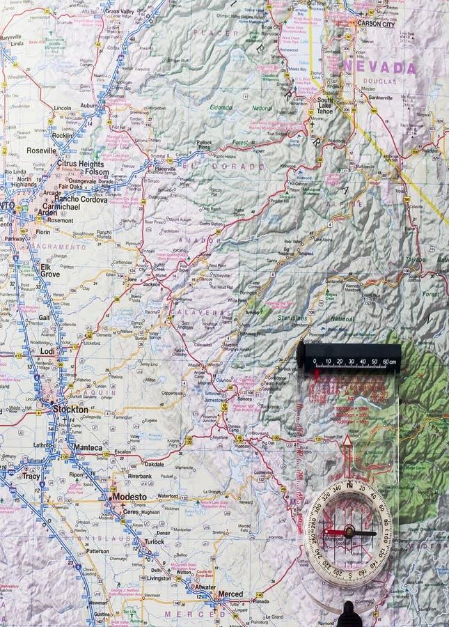 Carte avec le compas dans le coin photo libre de droits