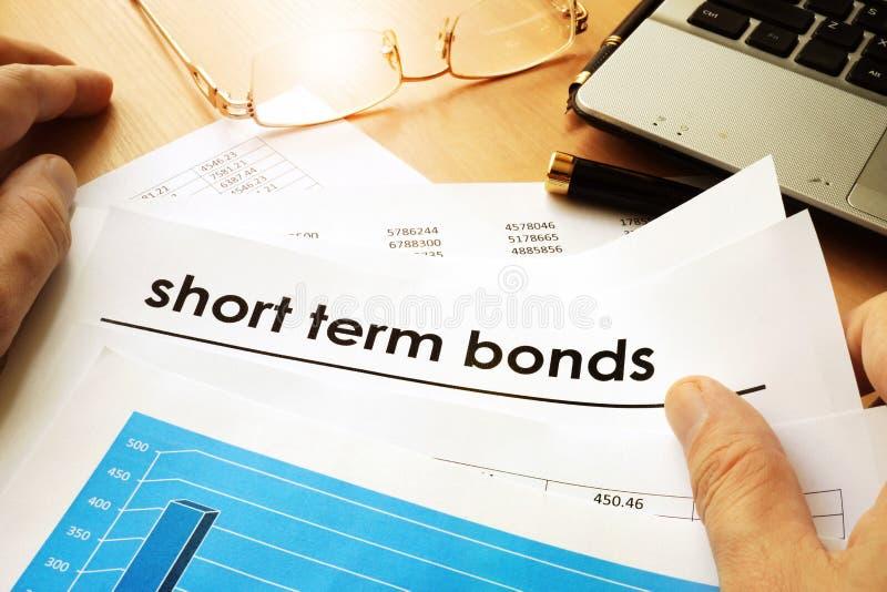 Carte con le obbligazioni a breve termine di titolo immagine stock libera da diritti