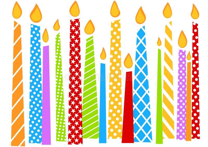 Carte d'anniversaire avec les bougies colorées illustration de vecteur