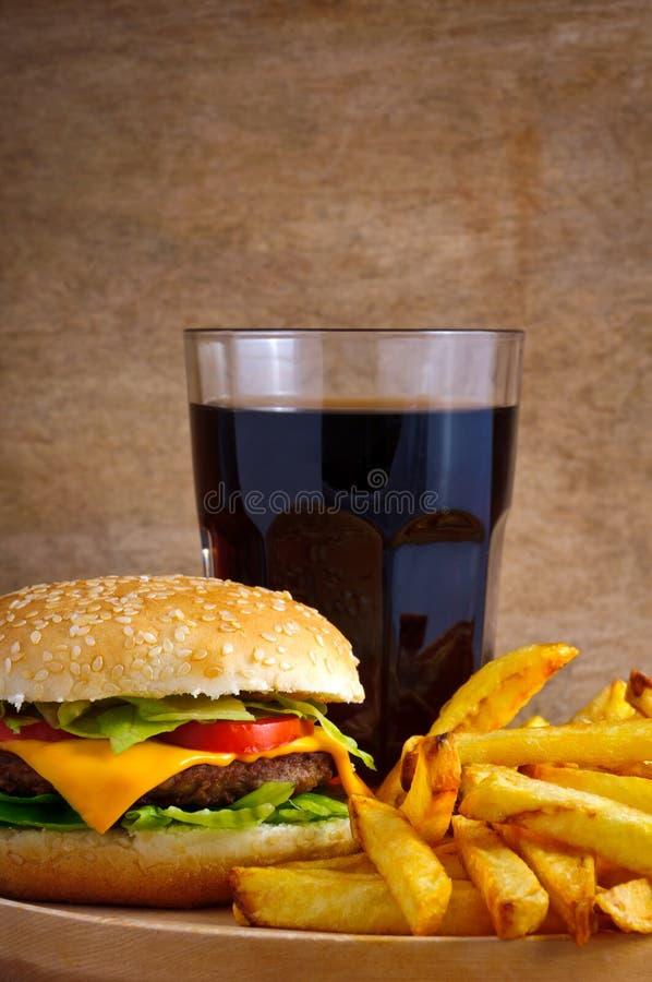Carte d'hamburger avec les fritures et le kola photographie stock