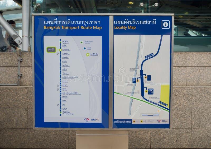 Carte d'itinéraire de transport de Bangkok et carte de localité de train au fond métropolitain de MRT de transit rapide images stock