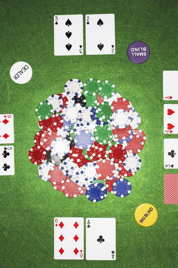 Carte da gioco e chip immagine stock