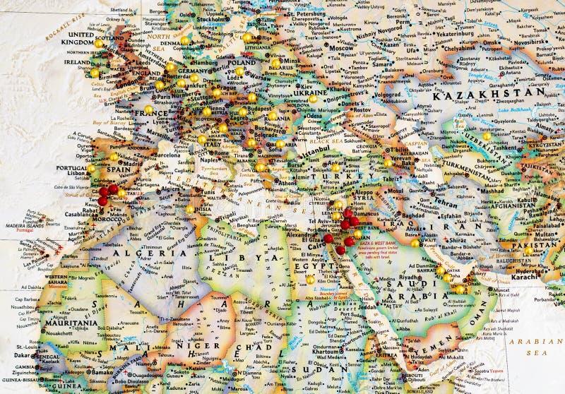 Carte de l'Europe et de Moyen-Orient avec des pointes de carte images stock