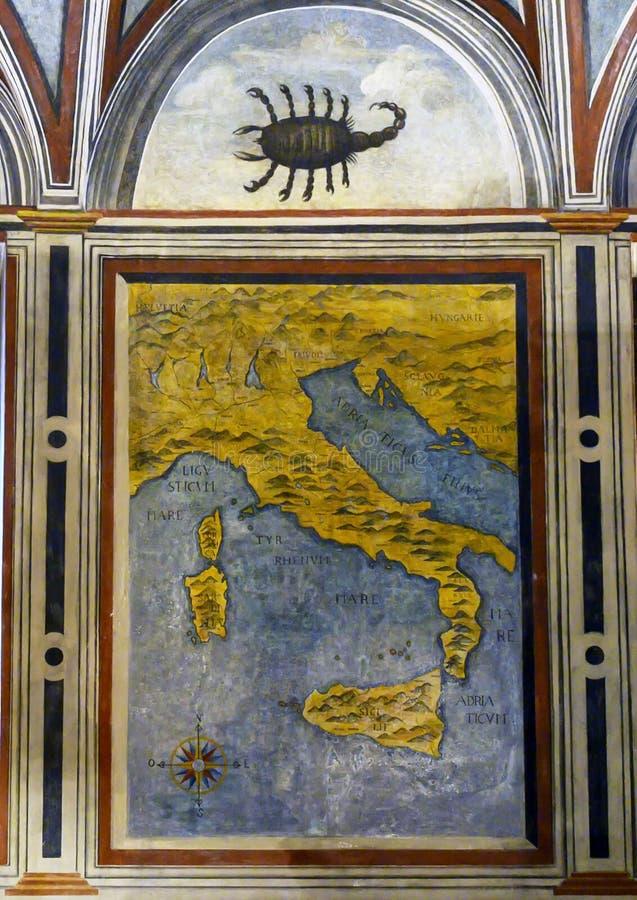 Carte de l'Italie et fresque de scorpion sur l'intérieur de la Chambre d'Atellani, Museo Vigna di Leonardo, Milan photographie stock