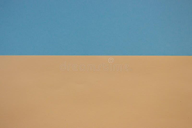 Carte de modèle jaune et bleue Carton de couleur en pastel Papier peint coloré avec l'espace de copie Couleurs ukrainiennes de dr photographie stock libre de droits