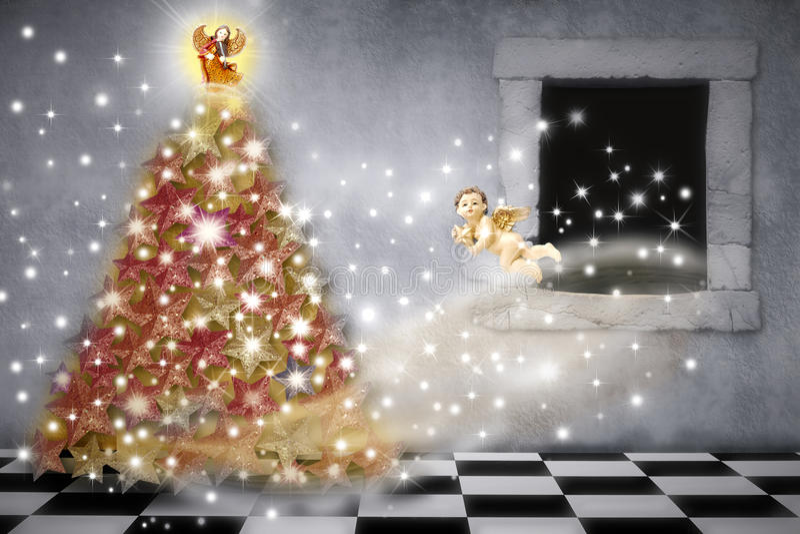 Carte de Noël, anges décorant l'arbre photos stock