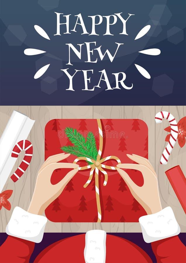 Carte de Noël avec le Père Noël en train d'emballer un cadeau Affiche du Nouvel An du vecteur de nivellement plat illustration de vecteur