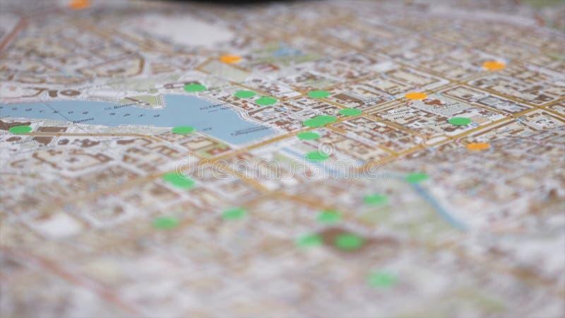 Carte de route avec le foyer sélectif barre Plan rapproché de carte de ville images libres de droits