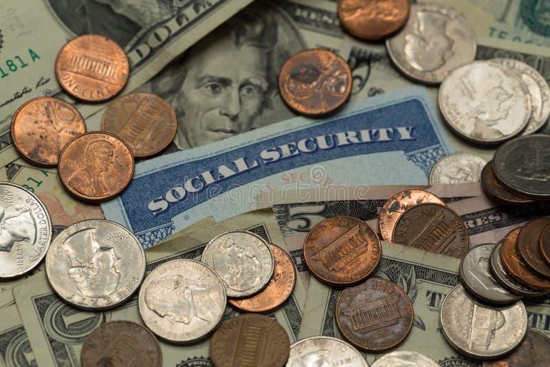 Carte de sécurité sociale avec l'argent liquide photographie stock libre de droits