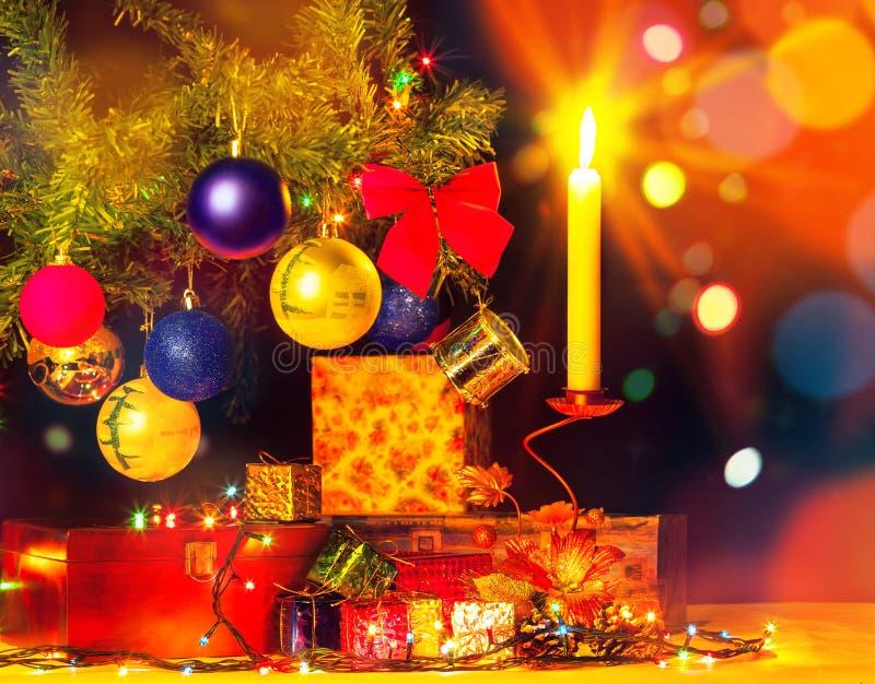 Carte de vacances d'arbre et d'ornements de Noël illustration stock