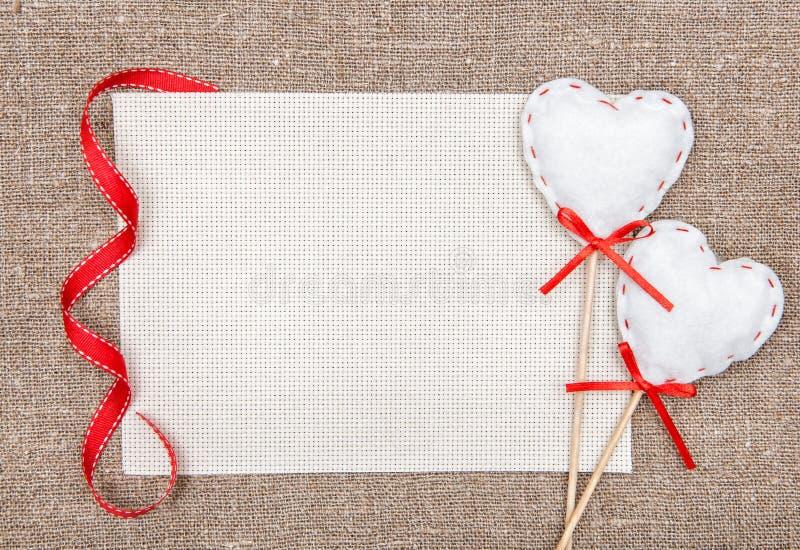 Carte de Valentine avec des coeurs de textile photo stock