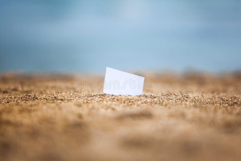 Carte de visite sur une plage image libre de droits