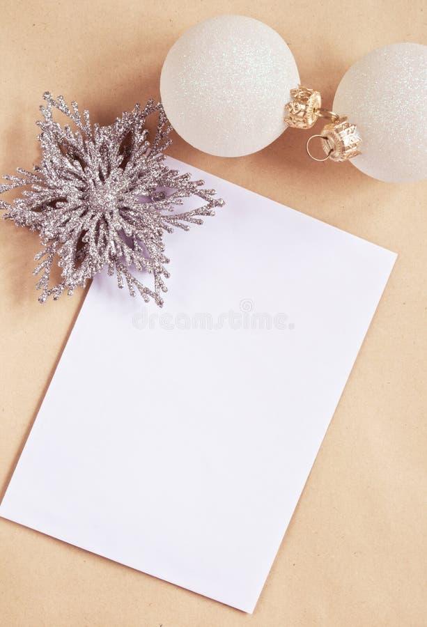 Carte de voeux avec des décorations d'arbre de nouvelle année photographie stock libre de droits