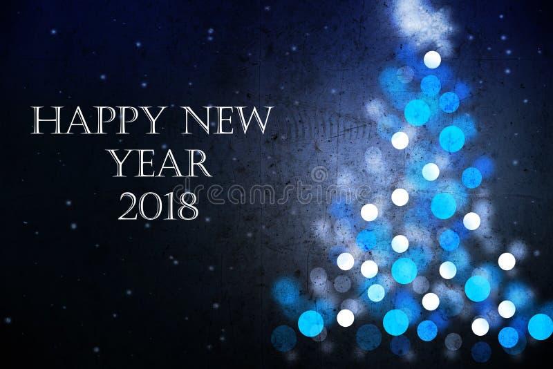 Carte de voeux 2018 de bonne année avec la silhouette bleue d'arbre de Noël image stock