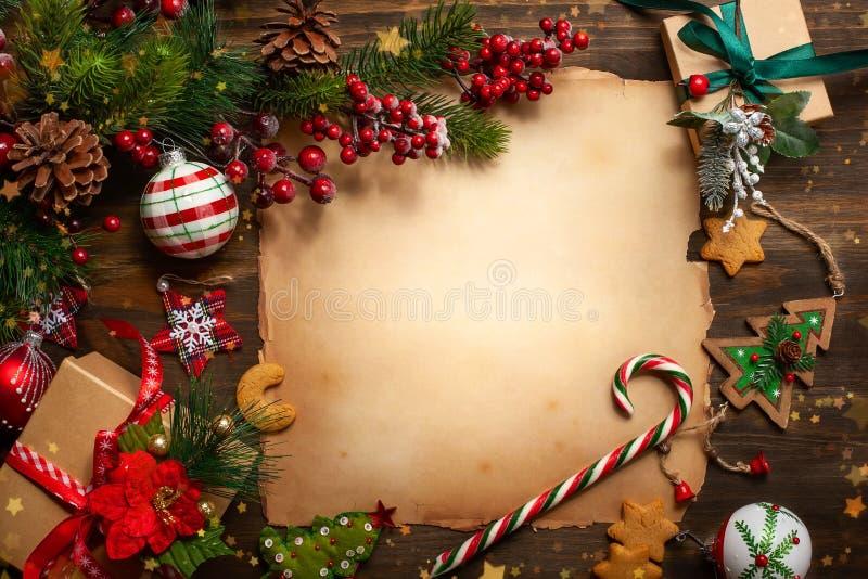 Carte de voeux de Noël avec le papier de cru pour la lettre Santa Clau images stock