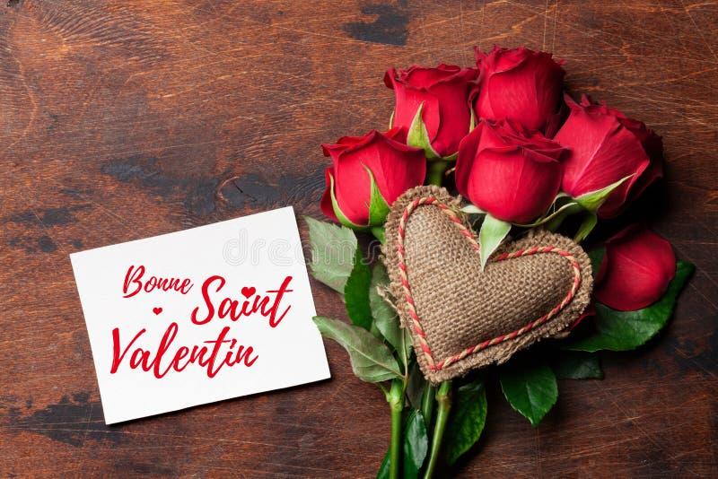 Carte de voeux de Saint-Valentin avec des roses photographie stock libre de droits